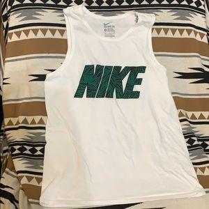 🏃🏻♀️ The Nike Tee tank